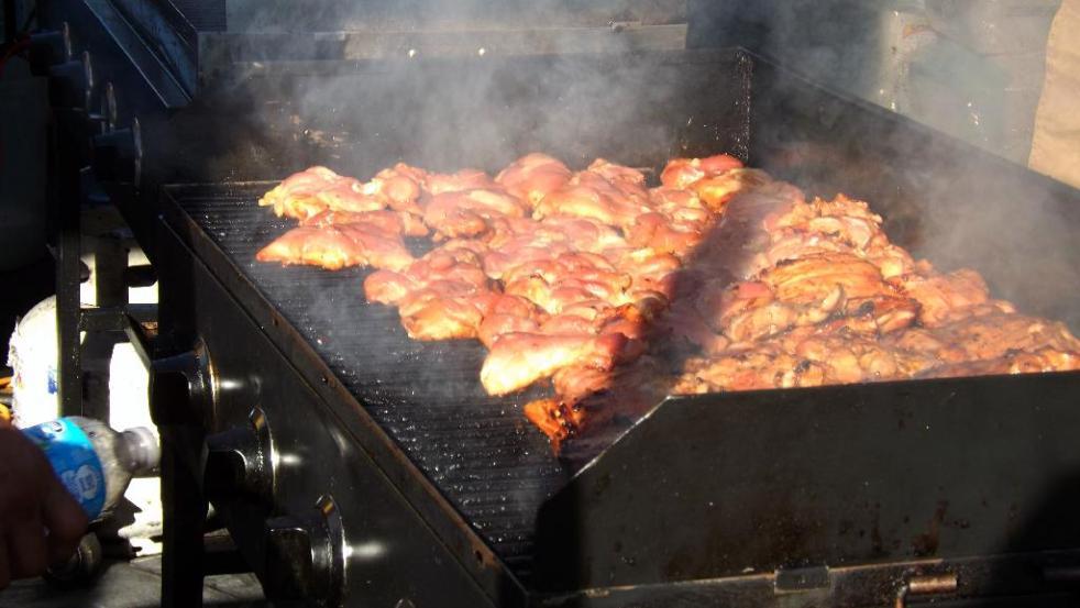 grillin chicken