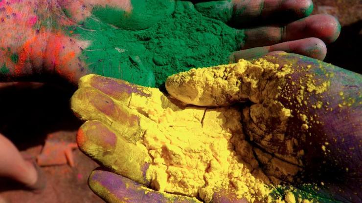 powdered hands